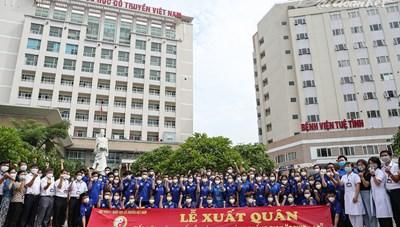 Những em sinh viên 'cắt tóc ngắn' lên đường đi chống dịch