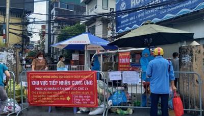 [ẢNH] Cận cảnh chốt cung ứng thực phẩm tại phường Chương Dương, Quận Hoàn Kiếm