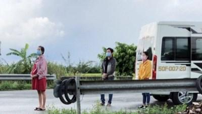 3 người đeo khăn tang giả để 'thông chốt' kiểm dịch tại Hậu Giang