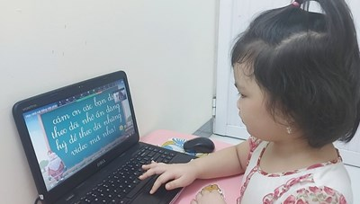 Không gây áp lực với học sinh lớp 1, 2 khi dạy học trực tuyến