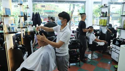 Từ ngày 21/9, Hà Nội mở lại dịch vụ cắt tóc, gội đầu, sửa máy tính...