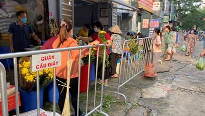 [ẢNH] Người dân 'nhộn nhịp' đi chợ ngày rằm Trung thu