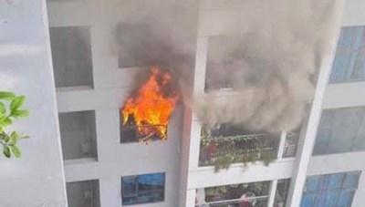 (VIDEO CLIP): Cháy lớn tại chung cư Goldmark City 136 Hồ Tùng Mậu