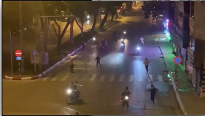 Nhóm thanh niên vác hung khí truy đuổi nhau gây náo loạn đường phố