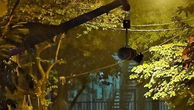 Di dời thành công quả bom 340 kg, nguyên ngòi nổ trên phố Cửa Bắc