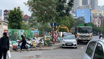 Tiếp tục xảy ra ùn ứ rác thải tại quận Nam Từ Liêm gây bức xúc cho người dân