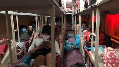 Nhà xe 'lén' chở 10 khách chưa có giấy xét nghiệm ra khỏi Hà Nội