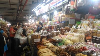 Nhộn nhịp thị trường bánh kẹo Tết