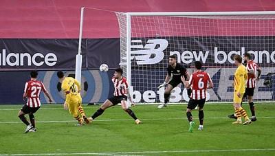 Bilbao 2-3 Barcelona: Messi tỏa sáng rực rỡ