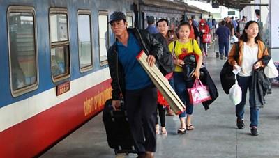 Tấm vé tàu về Tết