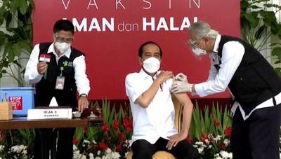 Tổng thống Indonesia tiêm vaccine ngừa Covid-19