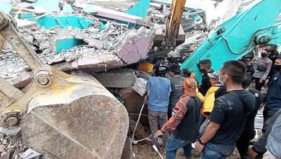Động đất tại Indonesia: 56 người thiệt mạng, hơn 800 người bị thương