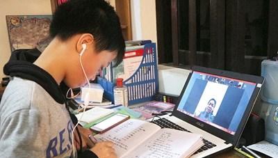 Năm 'Covid-19 thứ 2' trẻ học online, mạng vẫn 'rớt', phụ huynh vẫn lo