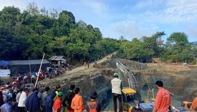 Sập mỏ vàng ở Indonesia, 70 người mất tích