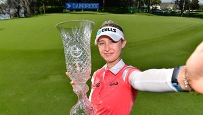 Vẻ đẹp hút hồn của nữ golf thủ 16 tuổi vừa đoạt Cúp Gainbridge LPGA