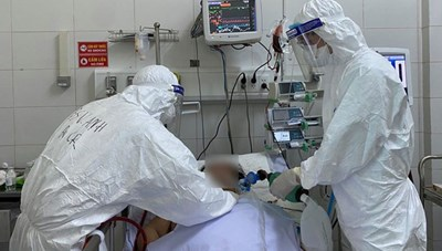 Hà Nội: Bệnh nhân Covid-19 tổn thương 95% phổi phải chạy ECMO, thở máy