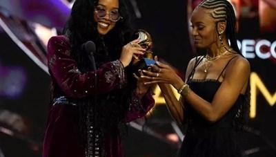"""""""Bài hát của năm"""" giải Grammy thuộc về ca khúc chống phân biệt chủng tộc"""