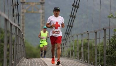 Quảng Bình: Ông Đoàn Ngọc Hải chinh phục 42 km marathon tại Phong Nha - Kẻ Bàng