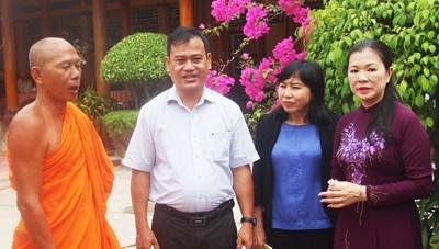[BẢN TIN MẶT TRẬN] Phó Chủ tịch Trương Thị Ngọc Ánh chúc Tết cổ truyền Chôl Chnăm Thmây tại Kiên Giang