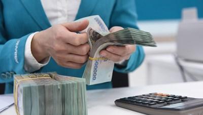 Ngân hàng kiểm soát chặt tín dụng bất động sản, chứng khoán