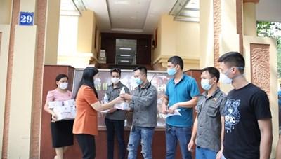 [BẢN TIN MẶT TRẬN] Mặt trận Hà Nội: Hỗ trợ 200 người khuyết tật bị ảnh hưởng do dịch bệnh Covid-19