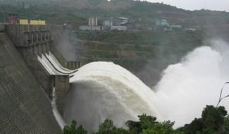Trà Leng hứng mưa lớn, thủy điện Sông Tranh xả lũ