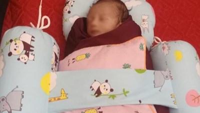 Hà Tĩnh: Bé sơ sinh bị bỏ rơi kèm bức thư xin lỗi