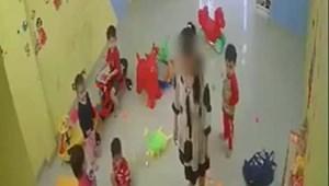 Xôn xao clip cô giáo đánh học sinh tới tấp rồi kéo vào góc khuất camera