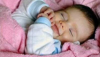 Giữ ấm cho trẻ sơ sinh trong ngày lạnh