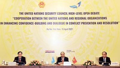 Chủ tịch nước Nguyễn Xuân Phúc: Lòng tin và đối thoại, giải pháp cho nền hòa bình bền vững