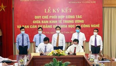 Ban Kinh tế Trung ương và Bộ KH-CN ký quy chế phối hợp