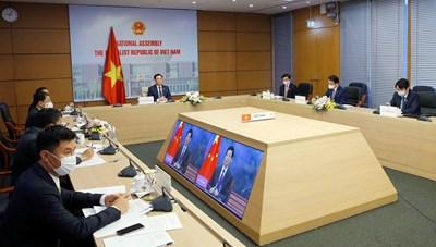 Chủ tịch Quốc hội Vương Đình Huệ hội đàm với Chủ tịch Nhân đại Trung Quốc