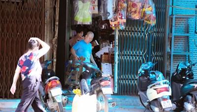 Nhiều cửa hàng trên phố Hàng Mã mở cửa trong thời gian giãn cách xã hội