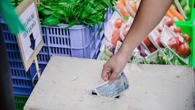 Cửa hàng thực phẩm thiết yếu 'không người bán' tại Hà Nội