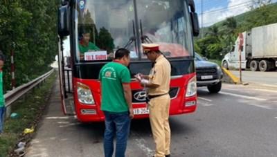 3 vụ tai nạn giao thông làm 10 người thương vong ở Bình Định