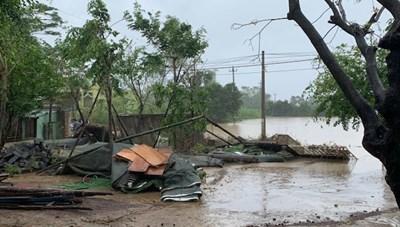 Bão số 12: Nhiều vùng ở Nam Trung Bộ vẫn chìm trong biển nước