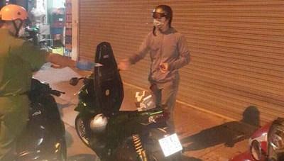 Một cán bộ công an hi sinh khi truy đuổi nam thanh niên ra đường sau 18 giờ