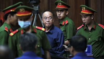 Ông Nguyễn Thành Tài khóc nghẹn xin lỗi mẹ và nhân dân TP HCM