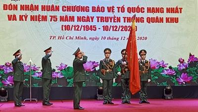 Quân khu 7 nhận Huân chương bảo vệ Tổ quốc hạng Nhất