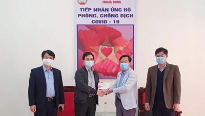 Tặng quà Tết cho du học sinh Lào đang học tập tại tỉnh Hải Dương