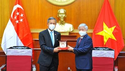 Chủ tịch Đỗ Văn Chiến tiếp Bộ trưởng Bộ Ngoại giao CH Singapore