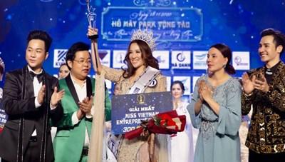 Người nhận vương miện Hoa hậu Doanh nhân sắc đẹp tố Ban tổ chức lừa đảo