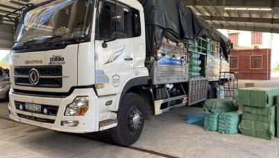 Hàng nghìn sản phẩm mỹ phẩm 'lậu' bị bắt trên đường vào TP Hồ Chí Minh