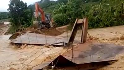 Thanh Hóa: Cầu bản Pùng bị nước cuốn trôi, 200 hộ dân rơi vào cô lập