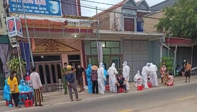 Ninh Bình: Một nữ sinh phụ mẹ bán mắm tại chợ mắc Covid-19