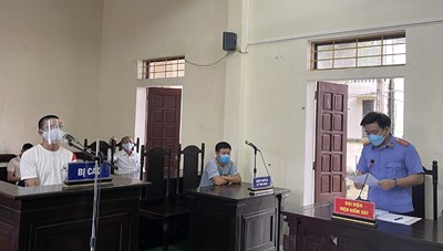 Lĩnh 15 tháng tù vì 'thông chốt' kiểm dịch và đánh Công an