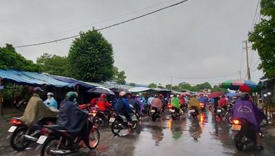 [ẢNH] Người dân TP Thanh Hóa trở lại trạng thái làm việc bình thường