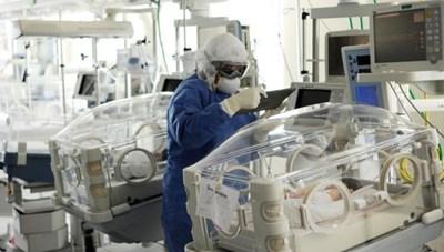 3 bé sinh 3 ở Mexico dương tính với Covid-19