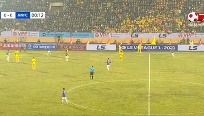 Báo Indonesia ấn tượng trước không khí bóng đá của V-League