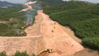 Dự án cao tốc Cam Lộ - La Sơn có nguy cơ chậm tiến độ
